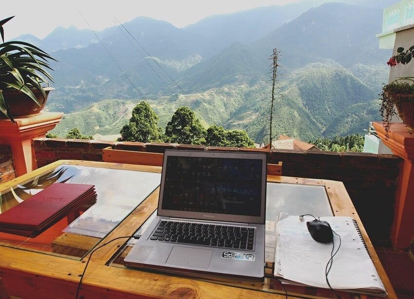 temporary office of traveling lifestyle